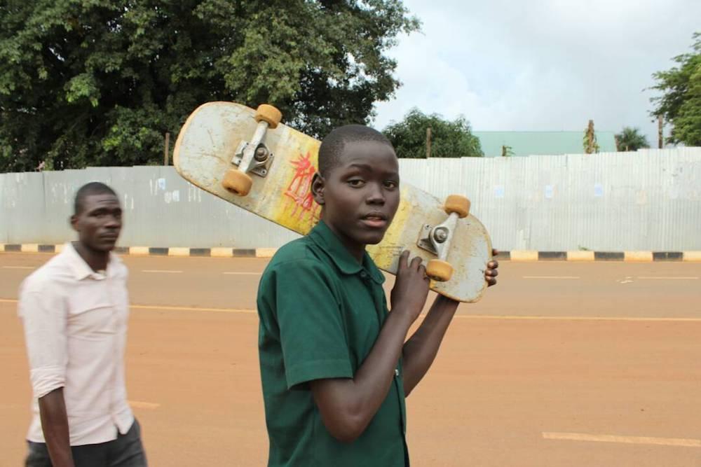 Gulu boy holding board (Green Yellow)